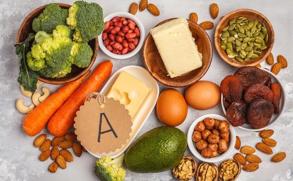 Diferite alimente bogate in vitamina A.