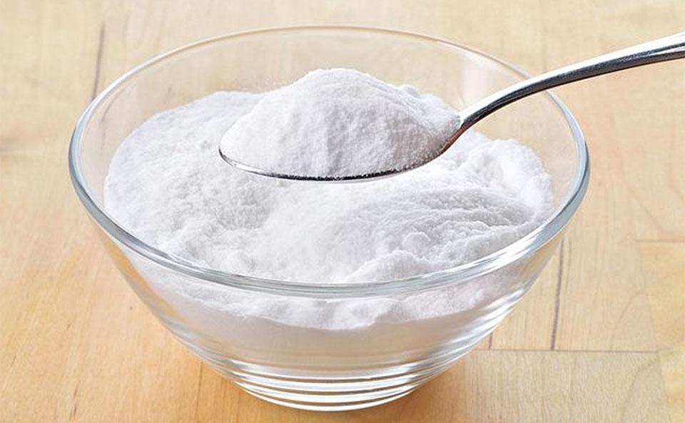 Bol si lingura cu bicarbonat de sodiu.