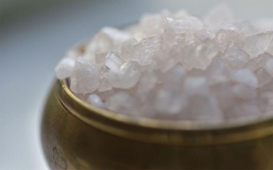 Bol cu sare Epsom vazut de aproape.